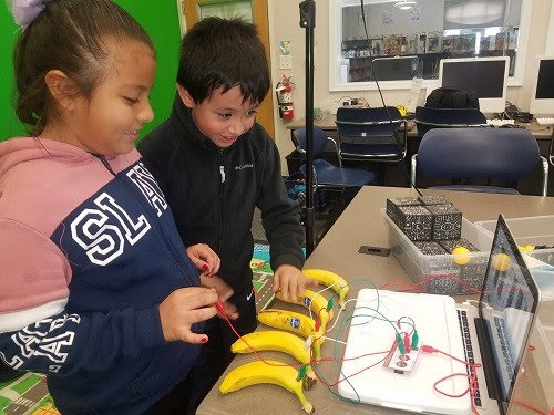 Livermore students using MakeyMakey